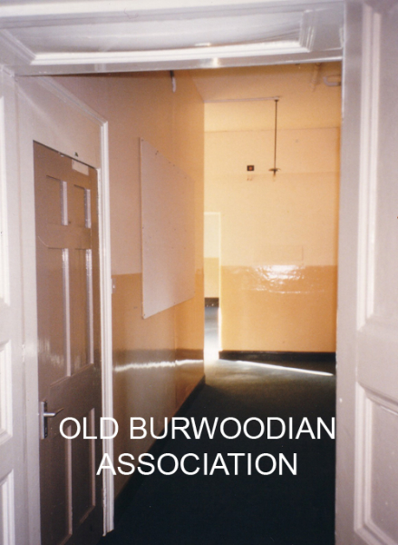 97-indoors-itowards-kitchen1