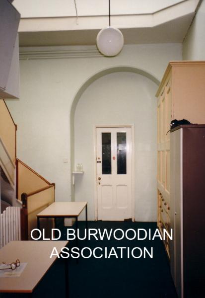 97-indoors-itowards-kitchen4