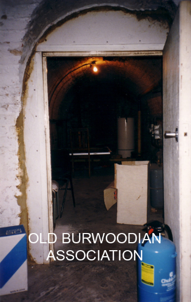 97-indoors-itowards-kitchen6